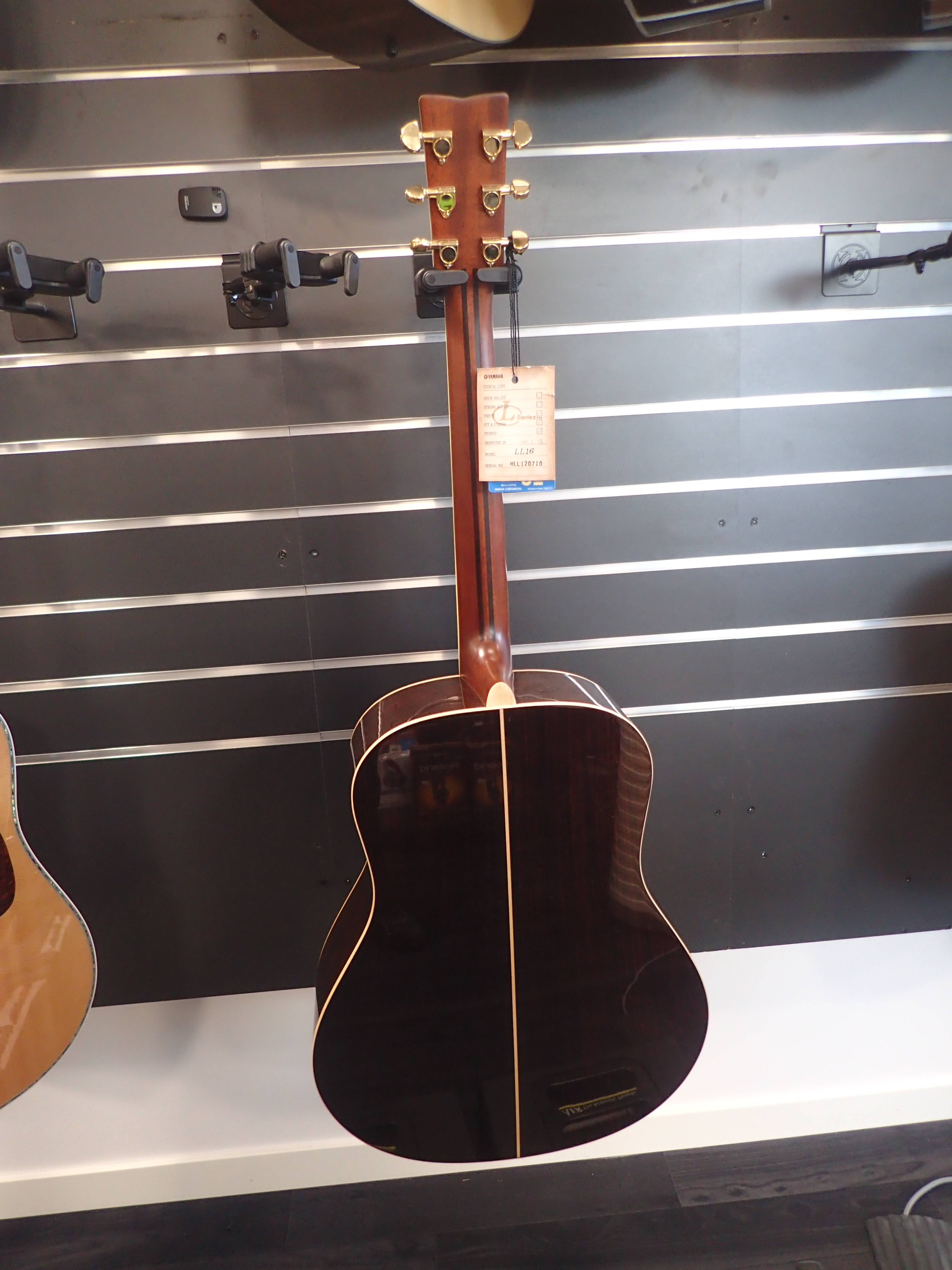yamaha ll16 are brown sunburst ps auction we value the future largest in net auctions. Black Bedroom Furniture Sets. Home Design Ideas