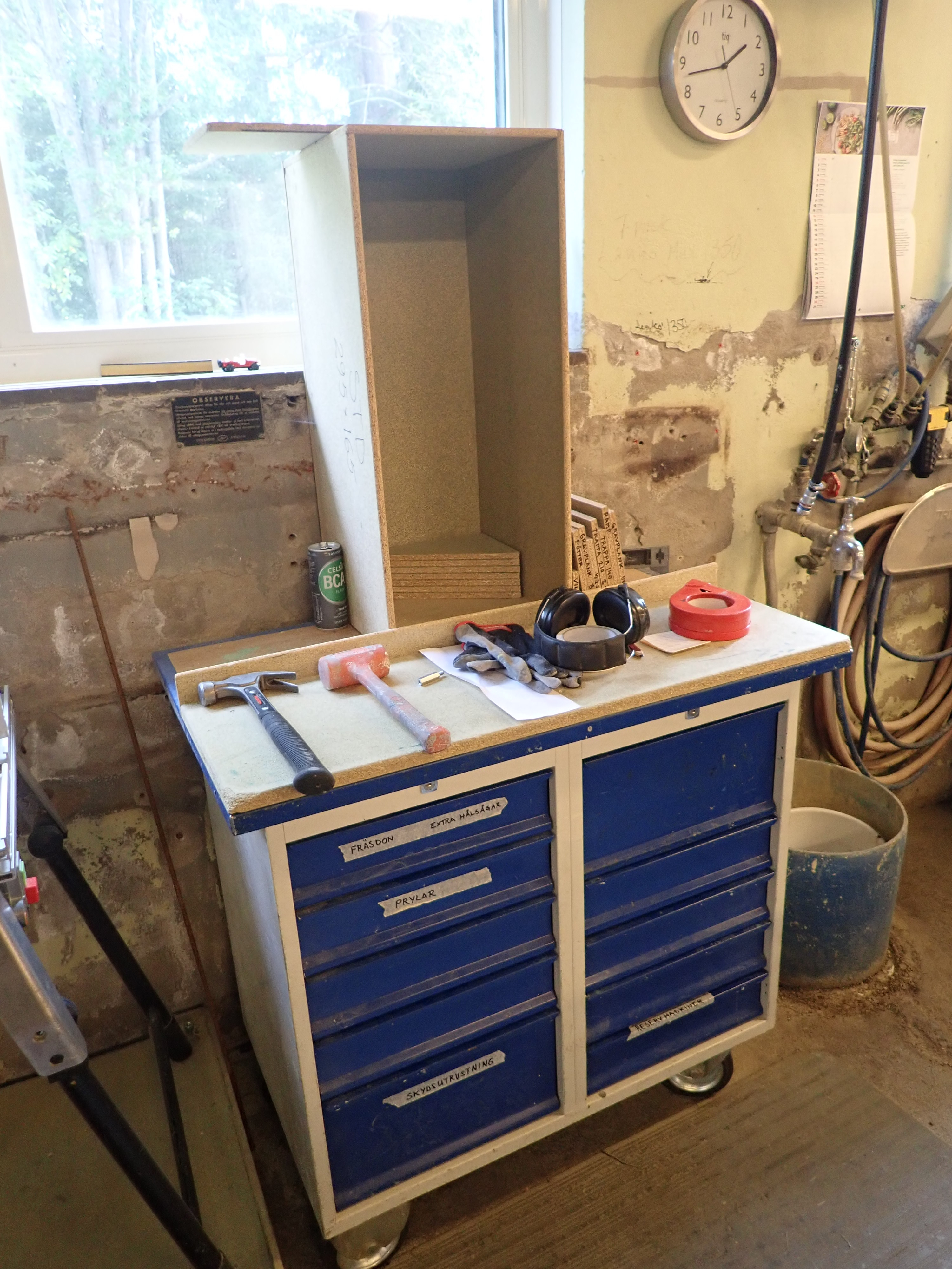 Workshop Cabinets With Content Ps Auction We Value The