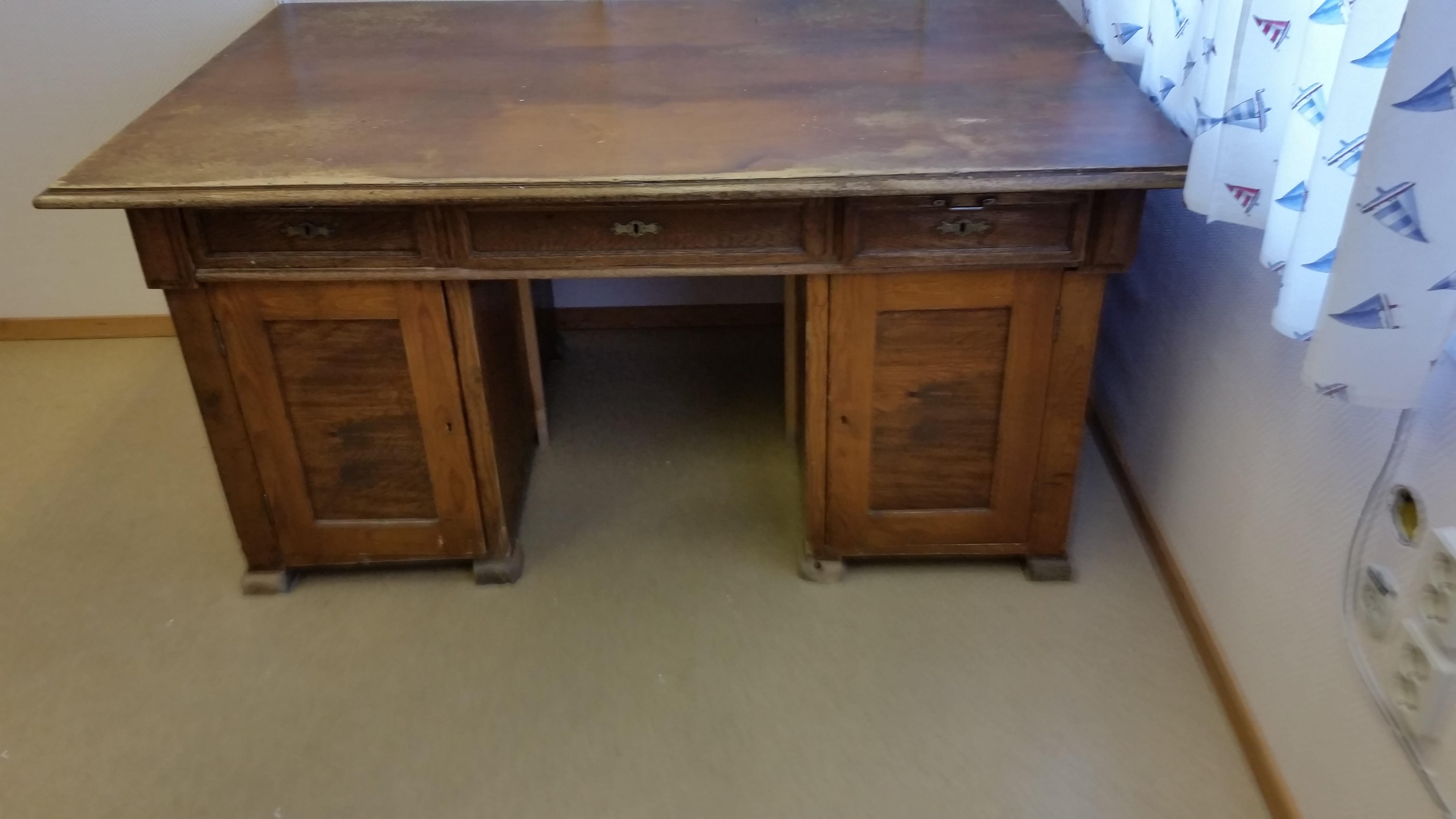 Antikt Skrivbord med kuriosa Nätauktioner