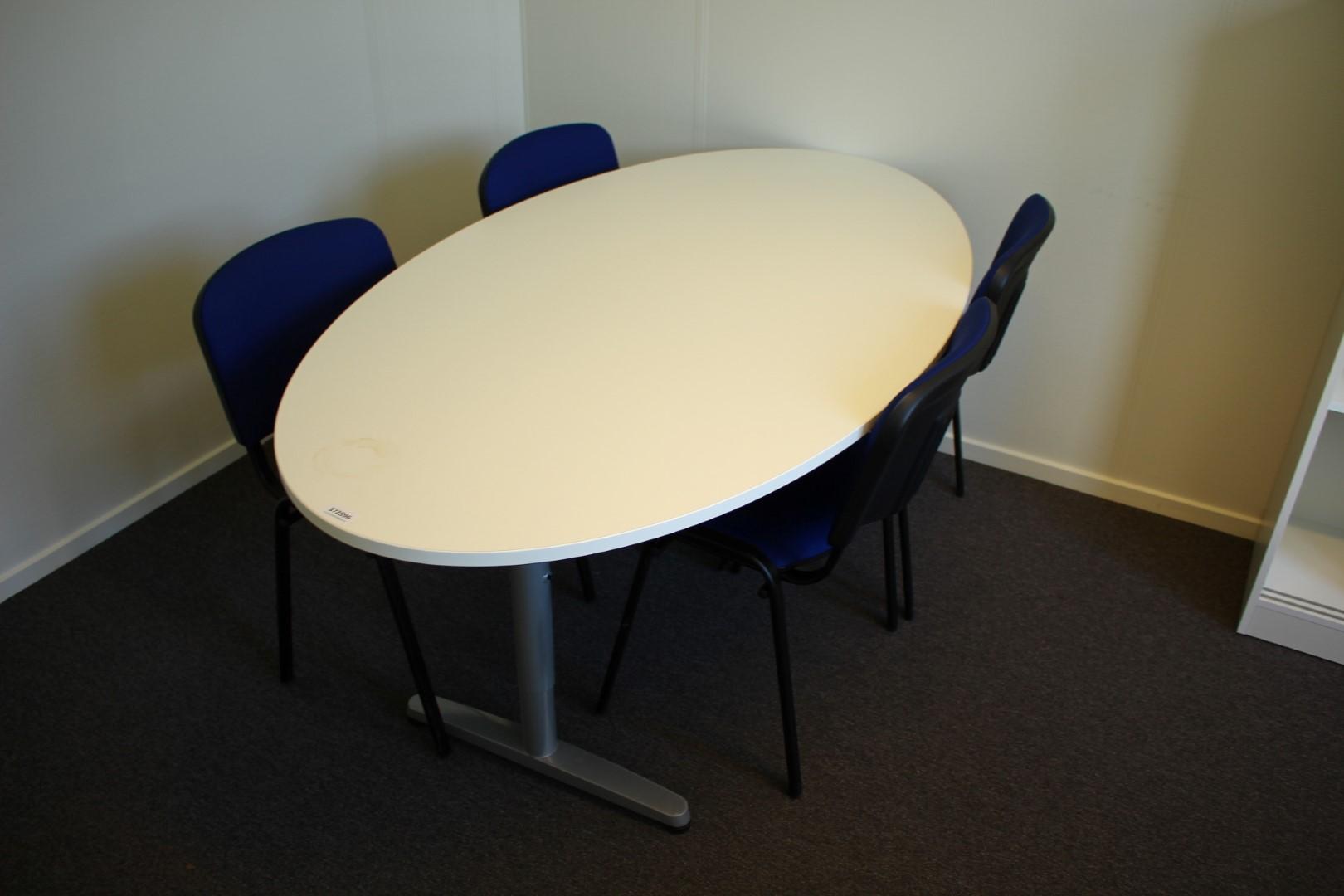 Konferensbord med fyra stolar + whiteboardtavla - PS Auction